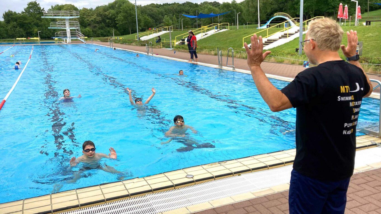Im Freibad: Training der Breitensportgruppe von Thomas Krutmann